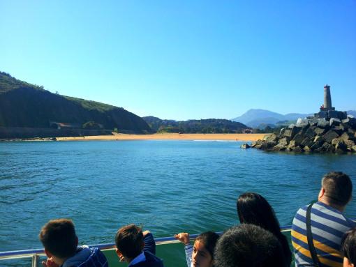 La playa de Santiago, que veis en la imagen de abajo, está situada entre la desembocadura del río Urola y la N-634, y es compartida por los municipios de Zumaia y Getaria.