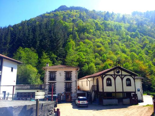 El restaurante de Lastur de Itziar y capeas de toros.