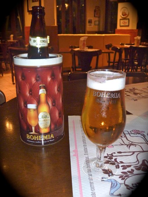 Una cerveza pilsen local.